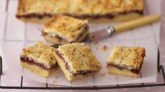 Raspberry and coconut slice, raspberry recipe, brought to you by Australian Table Raspberry Coconut Slice, Raspberry Recipes, Top Recipes, Baking Recipes, Recipies, Cakepops, Biscuit Bar, Dessert Bars, Dessert Ideas