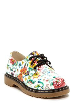 Spring Lace-Up Shoe