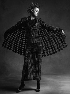 Anna Ewers & Lindsey Wixson by Karl Lagerfeld for Chanel Fall-Winter Ad Campaign - Minimal. Fashion Tv, Fashion Brands, Autumn Fashion, Luxury Fashion, Catwalk Fashion, French Fashion, Gothic Fashion, Fashion Ideas, Fashion Inspiration