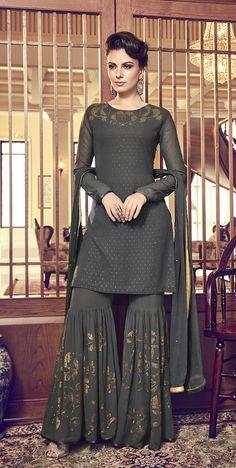 Sharara Designs, Lehenga Designs, Kurti Designs Party Wear, Dress Indian Style, Indian Fashion Dresses, Indian Outfits, Emo Outfits, Trajes Pakistani, Pakistani Dresses