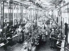 Lots of women are actually working! As of May October 1916 the first time women were employed in munitions industries in Canada. Nottingham Uk, Women In History, Family History, Lest We Forget, World War I, Wwi, Change The World, First World, Old Photos