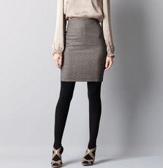 loooooove the shoes with the skirt... looks a bit like my shoesies, teehee