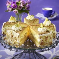 Ananas-Biskuit-Torte Camembert Cheese, French Toast, Breakfast, Food, Pineapple, Biscuit, Morning Coffee, Meal, Essen