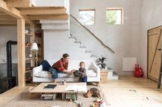 We spend a morning with Julie O'Rourke, creator of Rudy Jude. Home tour and interview. the loft bed area would at first serve as that but after the bedroom space has been built then it should be a library space Small Living, Living Spaces, Cabin Interiors, Minimalist Home, Wabi Sabi, Interior Inspiration, Home Furniture, Family Room, Sweet Home