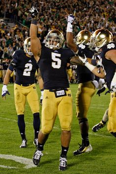Notre Dame and Oklahoma have a glorious history, and a promising future. Oklahoma Sooners Football, Football Quotes, Notre Dame Football, Alabama Football, Football Fans, American Football, College Football, Football Players, Football Helmets