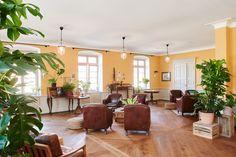 zalando-summer-house #interior #livingroom #brownfurniture #brownarmchair #leatherarmchair #flowers #floral  #parquet