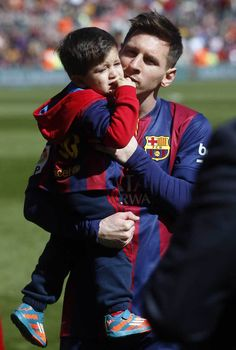 Lionel Messi With His Cute Son Hd Image For Iphone