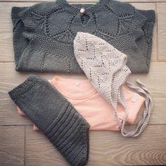 Lengter etter sommervarmen som gjør det mulig å bruke lette, små sommerplagg..☀️ #clarakjole #bleiebukse #sandnesgarn #cloverearflaphat #doverandmadden #strikkedilla #babystrikk #babyknits #knittersofinstagram #knitpicks #knitstagram #latergram