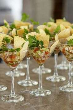 80 Mexican Destination Wedding Ideas - Wedding appetizers – Shrimp ceviche in a martini glass. Wedding appetizers – Shrimp ceviche in - Dinner Party Appetizers, Shrimp Appetizers, Wedding Appetizers, Snacks Für Party, Appetizer Recipes, Birthday Appetizers, Taco Party, Bridal Shower Appetizers, Mini Appetizers
