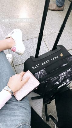 Trendy Ideas Travel Airport Pictures Ideas Trendy Ideas Travel Flughafen Bilder Ideen go back and forth. Ideas De Instagram Story, Creative Instagram Stories, Tumblr Photography, Photography Poses, Airport Photos, Insta Snap, Insta Photo Ideas, Insta Story, Ig Story
