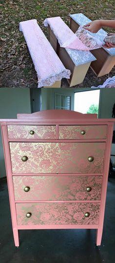 un meuble en bois coloré en rose, avec de la dentelle blanche pour obtenir des effets glamour sur le bois, renover meuble bois de manière très économique