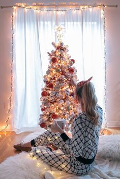 - Most of us will have at least one item of pine furniture in our homes or our office at work - so prolific, inexpensive and attractive is this type of . Christmas Mood, Christmas Fashion, Christmas Is Coming, Pink Christmas, Christmas Photos, Merry Christmas, Xmas, Mode Bollywood, Pine Furniture