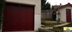 Porte de Garage sectionnelle latérale motorisée, rouge à cassettes. Résistante aux nombreux passages, mais aussi fonctionnelle.