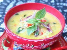 För er som tycker det är trist med linser: den här vegetarisk soppan kommer inte att göra er besvikna.