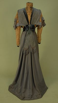 TRAINED WOOL AFTERNOON DRESS, EARLY 1900's.