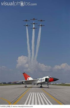 Canadian Snowbirds performing over Avro Arrow Replica @ Downsview Ontario. Fighter Pilot, Fighter Aircraft, Fighter Jets, Military Jets, Military Aircraft, Avro Arrow, Canadian History, O Canada, Royal Air Force