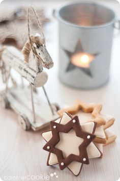 love that idea of layering cookies - and what pretty photography