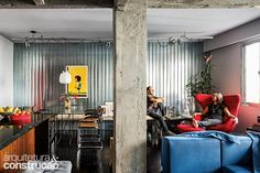 Revista Arquitetura e Construção - Casal de arquitetos reforma o próprio apartamento