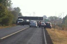 Desde temprana hora, habitantes de la comunidad de Aranza iniciaron bloqueos carreteros y el secuestro de vehículos, entre ellos una patrulla; fueron confrontados por comuneros de Urapicho en la carretera ...