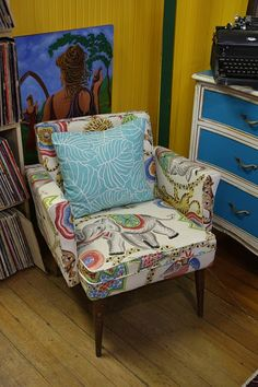 I need this chair! Found by @Stephanie Sabbe at Sunshine Lucy's.