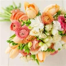 peach floral arrangements. Love the colors!