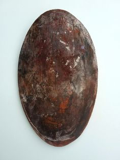 Rust - shield  - ceramic wall object by Niqui Kommerkamp. Schild Keramiek Wandobject