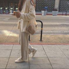 Minimalist Fashion - My Minimalist Living Look Fashion, Fashion Beauty, Winter Fashion, 70s Fashion, Trendy Fashion, Mode Outfits, Fashion Outfits, Womens Fashion, Jeans Fashion