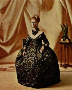 1958 Christian Dior  robe en velours noir  ''Abraham''