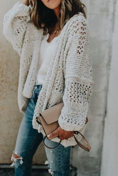loose knit cardigan | fall/spring | clutch | casual | jeans | white tees | cozy