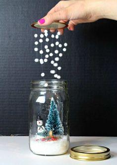 idées de déco Noël DIY avec bocaux en verre- boule à neige à fabriquer
