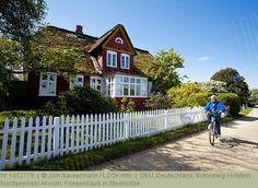 Deutschland, Schleswig-Holstein, Nordseeinsel Amrum, Friesenhaus in Steenodde.