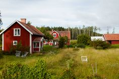 guessing this is sweden. photograph by pia ulin Great Places, Beautiful Places, Country Life, Country Houses, Country Living, Red Houses, Red Farmhouse, Swedish House, Farms Living