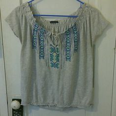 American Eagle Gray Boho Short Sleeve Top Excellent condition short sleeve gray boho top by American Eagle. the tag was cut by a previous owner but it fits like a large. No defects. If you're worried about fit, feel free to ask for measurements but please don't leave me neutral / negative feedback because the item doesn't fit! =) American Eagle Outfitters Tops
