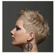 Short hairstyles are a constant source of inspiration and empowerment. Today, many varieties of the classic short hairdos like pixie are coming back with a. Super Short Pixie Cuts, Super Short Hair, Short Grey Hair, Short Hair Cuts For Women, Short Hair Styles, Short Cuts, Short Blonde Haircuts, Short Bob Hairstyles, Cool Hairstyles