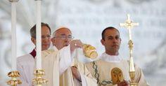 """""""¿Me alimento del pan de Dios o de la esclavitud?"""" Francisco en el Corpus Christi"""