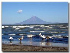 vista del volcán concepción desde el lago de Nicaragua