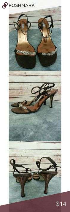 Valenti Franco strappy heels 9M Leather Soles looks brand  new. Valenti Franco  Shoes Heels