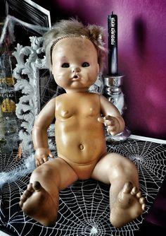 Furgająca Heksa Zombie apocalypse. Apokalipsa zombie. scary doll, straszna lalka, labolatorium szalonego doktora  Halloween decorations.  Dekoracje na halloween. Halloween food. Jedzenie na halloween