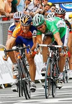 Freire wins a profesional sprint | Cycling Revealed (image from www.gazetta.it)