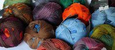 Gradient von Schoppel-Wolle aus 100 % Merino-Schurwolle extra kuschelfein durch patentierte Reggae-Walktechnologie. Extralanger Farbverlauf, der sich innerhalb eines Knäuels nicht wiederholt.