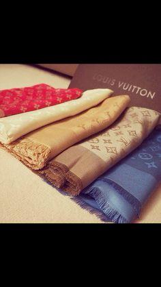 LV Shoulder Tote Louis Vuitton Handbags New Collection to Have Louis Vuitton Scarf, Louis Vuitton Handbags, Louis Vuitton Monogram, 60 Fashion, Fashion Brands, Fashion Accessories, Zapatillas Louis Vuitton, Bandana, Monogrammed Scarf