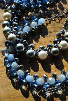 Collane fatte a mano. Perle e coralli blu e celesti. Handmade necklace, light blue, blue and withe pearls.