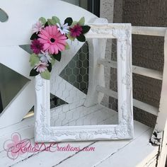 Chicken Wire Frame with Crepe Paper Daisies / Jewelry Frame / Daisy Memo Board / Bulletin Board / Jewelry Holder / Daisy Hair Bow Holder - DIY Beauty Recipes 2019 Picture Frame Inspiration, Unique Picture Frames, Picture Frame Crafts, Decorating Picture Frames, Painted Picture Frames, Chicken Wire Crafts, Chicken Wire Frame, Paper Daisy, Paper Flowers