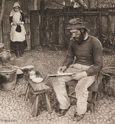 Photochrome - 'A Fisherman at Home' by photographer Peter Henry Emerson, 1887 Photogravure. Emerson took photographs of those who worked on the rivers and Broads of Suffolk and Norfolk, UK between 1885 and Vintage Photographs, Vintage Images, Vintage Men, Vintage Black, Vintage Fashion, Antique Photos, Old Photos, Matt Hardy, Norfolk Broads