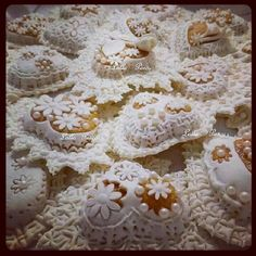 Meravigliosi dolci Sardi ricamati :-) #orgogliosadiesseresarda #Sardegna #pasticceria #lallaporcu #arte