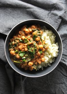 Chickpea Curry and Cauliflower Rice. 20 Minute Chickpea Curry over Cauliflower Rice. Low-carb healthy and quick! Makes for a delicious meal. Quick Vegetarian Meals, Best Vegetarian Recipes, Lunch Recipes, Dinner Recipes, Healthy Soups, Vegetarian Food, Fall Recipes, Legumes Recipe, Chickpea Curry