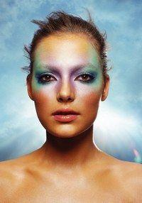Lidschatten von Shu Uemura - Sommer-Make-up: blauer Lidschatten und Lipgloss Trends - gofeminin