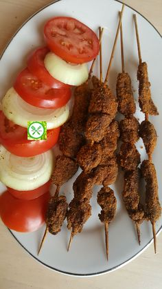Nigerian Suya Recipe - Aliyah's Recipes and Tips <br> Nigerian suya or kebab is delicious, spicy and easy to make. Garnish with tomatoes, onion, and some dry pepper. You can use chicken also. Grilling Recipes, Beef Recipes, Cooking Recipes, Healthy Recipes, Nigerian Suya Recipe, Nigerian Food Recipes, Ghanaian Food, Food N, Love Food
