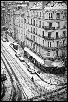 Adele: You won't catch me on my bicycle in this kind of weather, but it the snow makes Paris even lovlier. (Rue aux Ours * Paris Old Paris, Vintage Paris, Paris Snow, Beautiful Paris, I Love Paris, Tuileries Paris, Graffiti Artwork, Winter Wonder, Paris Street