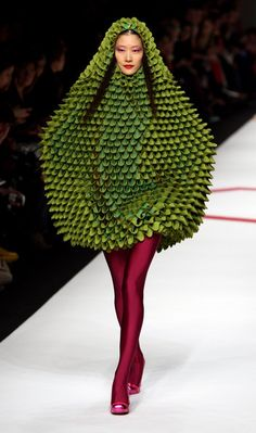 I dont mean to be rude, but this Agatha Ruiz De La Prada looks like an exotic fruit to me!!!!